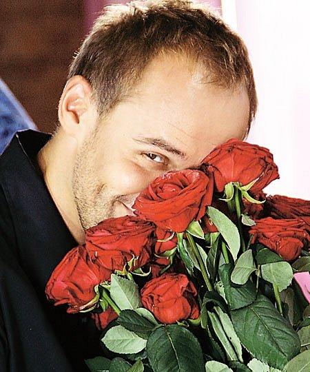 Фото самых красивых мужчин с цветами