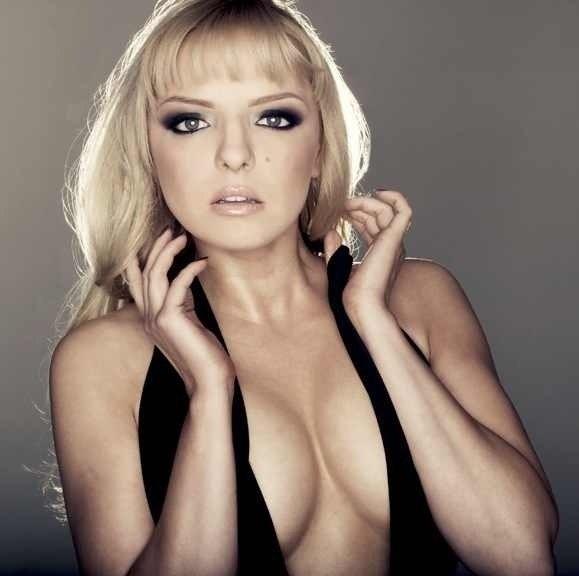 russkie-aktrisi-molodie-i-golie-smakuet-golovku-chlena