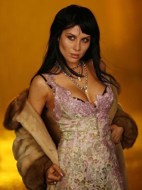 Юлия Долгашева, она же Беретта, появилась на свет 19 февраля 1979 года. В